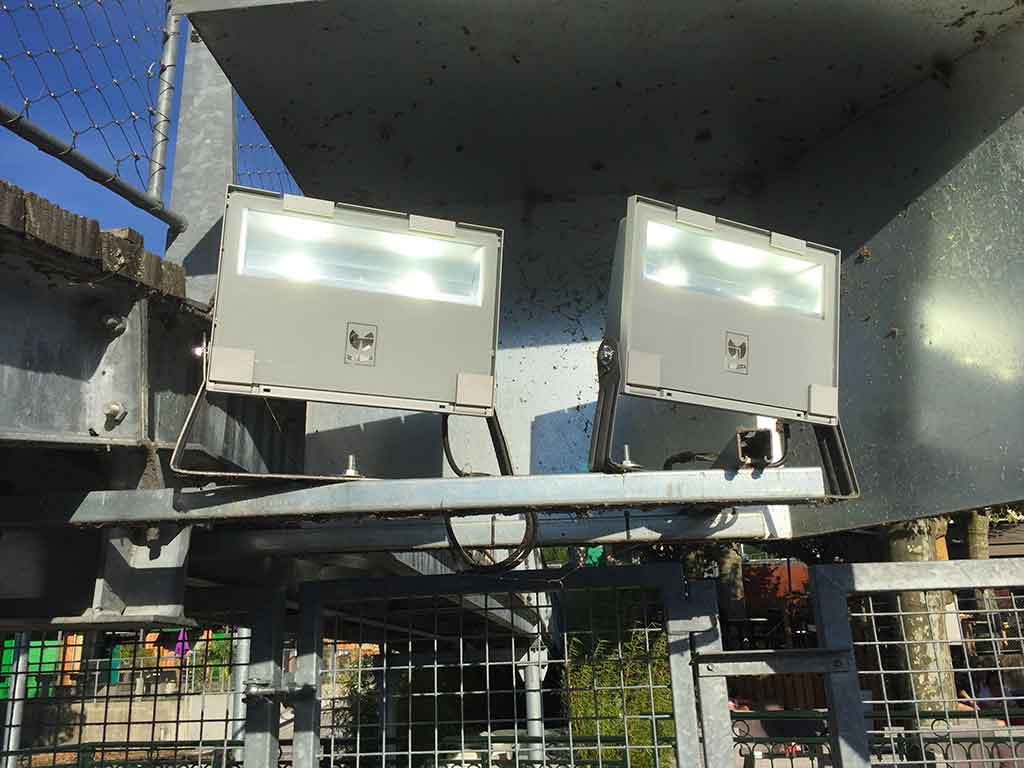 De nouveaux projecteurs pour le port de la maison des - La maison des pecheurs ...